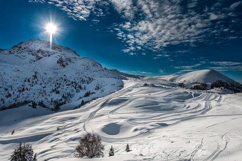 Deportes para practicar en invierno, como el esquí o el snowboard